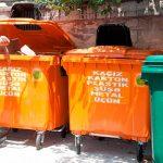 Два контейнера вместо пяти: в столице начали сортировать мусор по упрощенной схеме