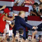 Трамп заявил, что побил рекорд Элтона Джона по числу зрителей на встрече в Нью-Гэмпшире