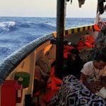 Несовершеннолетних мигрантов с судна Open Arms высадили в Италии