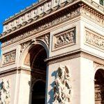 Во Франции двое мужчин напали с ножом на прохожих