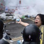 Полиция применила перцовый газ для разгона демонстрантов в одном из районов Гонконга