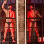 Мужчины требуют равноправия в квартале красных фонарей Амстердама