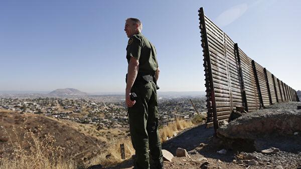 Трамп: на границе США и Мексики возведены участки новой стены протяженностью почти 400 км