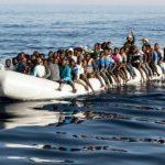 Лодка с несколькими десятками мигрантов перевернулась у берегов Ливии