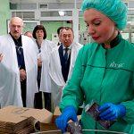 Лукашенко пообещал пользоваться только отечественной косметикой