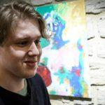 Из Швеции с любовью: молодой художник вернулся в Баку с завораживающими портретами