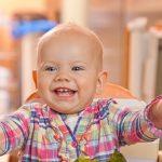 Диетологи перечислили ошибки родителей при кормлении детей