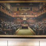 Высмеивающая парламент Британии картина Бэнкси продана на аукционе за рекордные $12 млн