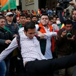 Протестующие в Боливии захватили государственные радиостанцию и телеканал