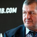 Отец Нурмагомедова не исключил бой сына с Мэйуэзером
