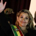 Врио президента Боливии сняла свою кандидатуру на выборах президента