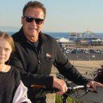 Арнольд Шварценеггер покатался на велосипеде с Гретой Тунберг