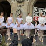 В Париже балерины станцевали у Дворца Гарнье в знак протеста против пенсионной реформы