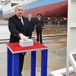 Ильхам Алиев принял участие в сдаче в эксплуатацию танкера