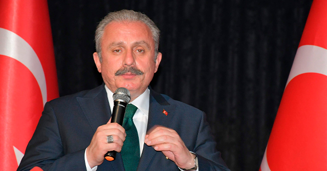 Мустафа Шентоп переизбран председателем парламента Турции