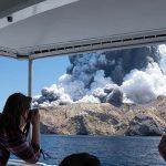 Из-за извержения вулкана в Новой Зеландии погибло шесть человек