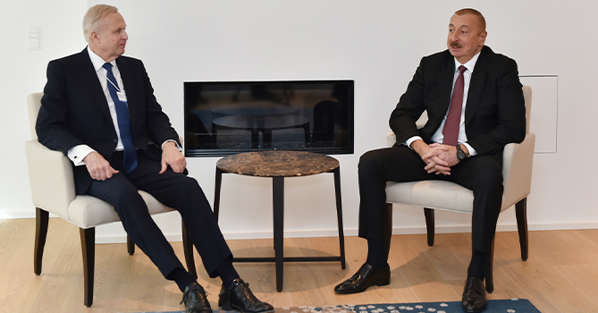 Ильхам Алиев в Давосе обсудил проекты по освоению новых нефтяных месторождений