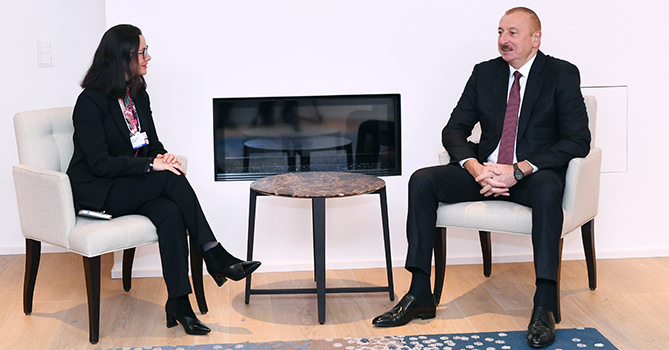 Ильхам Алиев в Давосе обсудил вопросы сотрудничества с компанией Swiss Re
