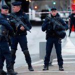 Нападением в пригороде Парижа займется антитеррористическая прокуратура