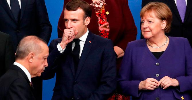 Эрдоган обсудил ситуацию в Идлибе по телефону с Макроном и Меркель
