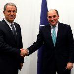 Главы Минобороны Турции и Британии обсудили Идлиб