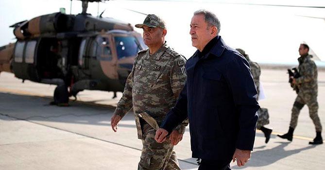 Глава Минобороны Турции инспектирует границу с Сирией