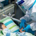 Врачи советуют больным коронавирусом лежать вниз лицом