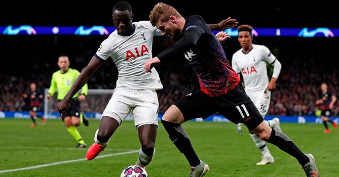 Состоялись очередные две игры 1/8 финала Лиги чемпионов по футболу