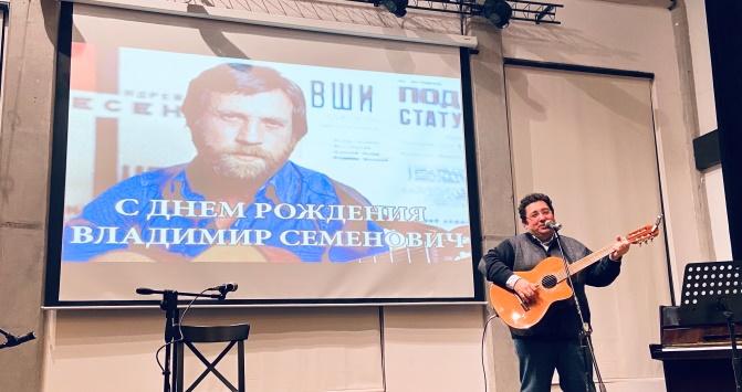 Люблю тебя сейчас: в Баку отметили день Владимира Высоцкого