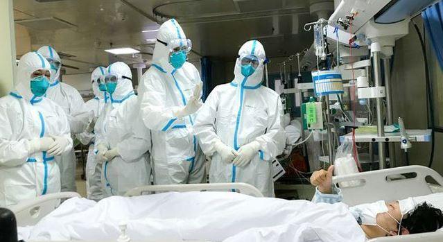 Врачи частных больниц тоже получат надбавки, а волонтеры — премии