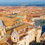 В Ватикане опровергли слухи о коронавирусе у помощников Папы Римского