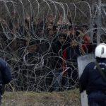 Мигранты меж двух огней
