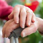 Людям старше 65 лет будут оказываться социальные бытовые услуги в их домах