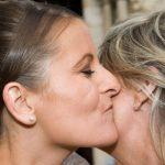 Французов призвали реже целоваться из-за коронавируса