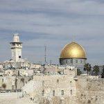 В Москву из Иерусалима доставлен Благодатный огонь