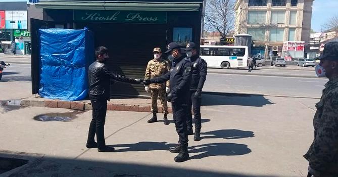 Полиция Баку патрулирует улицы города