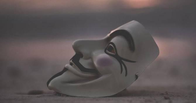 Пандемия срывает маски