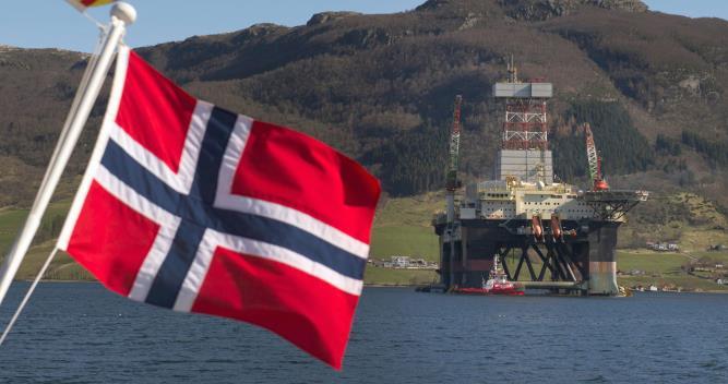 Норвегия рассматривает возможность сокращения добычи нефти впервые с 2002 года