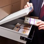 Свой карман ближе – граждане изымают деньги из банков