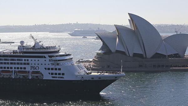 Лайнер Ruby Princess, где выявили COVID-19, пришвартовался в Австралии