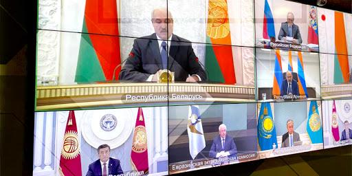 «Всем, кто пожелает смоделировать ситуацию расставания с русским миром, предлагаю вспомнить танки на улицах Баку»
