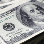Доллар укрепился к мировым валютам
