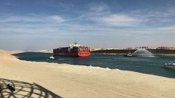 Крупнейший в мире контейнеровоз прошел через Суэцкий канал
