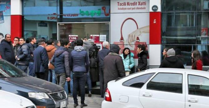 Кто создает долларовый ажиотаж в Азербайджане?