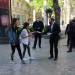 В центре Баку гражданам раздали медицинские маски