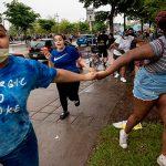 В Миннеаполисе протестующие устроили столкновения с полицией