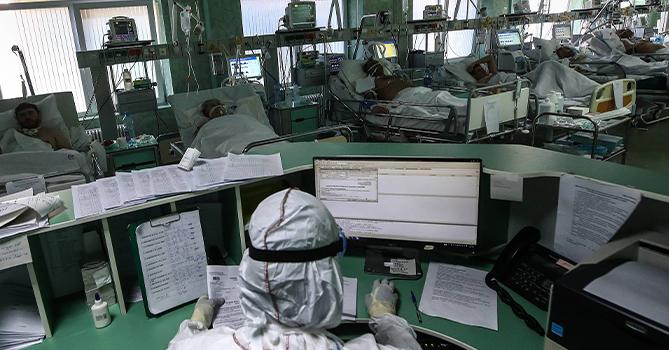 В России вновь начало расти число проходящих лечение от COVID-19