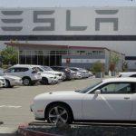 Завод Tesla в Калифорнии возобновляет работу, несмотря на запрет местных властей