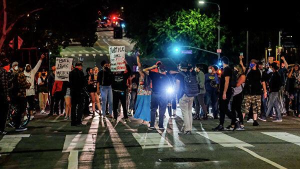 В Лос-Анджелесе, Филадельфии и Атланте ввели комендантский час