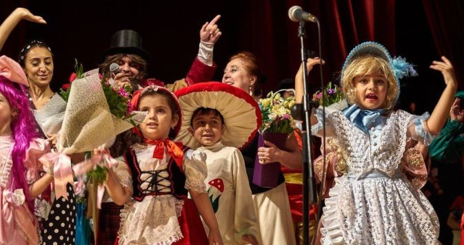 Театральные дети: во время карантина театр «Гюнай» работает, не покладая рук